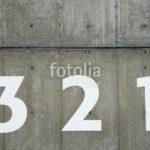 コンクリートに書かれた数字
