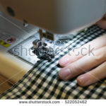 shutterstockで売れたミシンで布を縫う写真